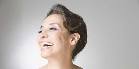 Чому під час менопаузи на обличчі з'являється волосся?
