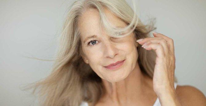 Припливи під час менопаузи: причини, симптоми та як їх позбавитися