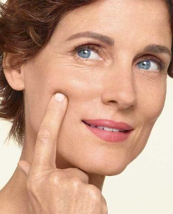 Як допомогти шкірі під час менопаузи: поради з догляду