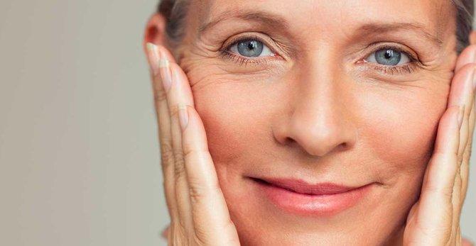 Шкіра під час менопаузи: основні зміни та їх симптоми